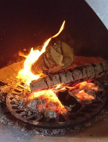 焚き火(薪と火)